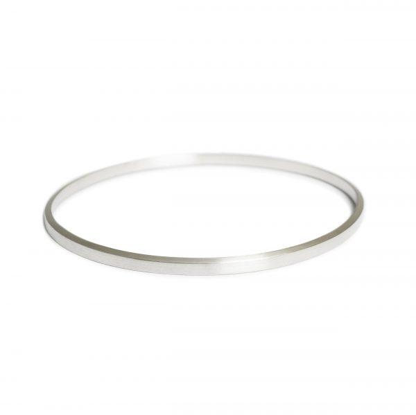 Diagonal sølvarmbånd