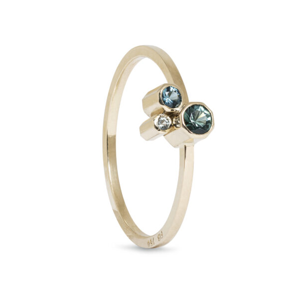 guld ring med blå sten